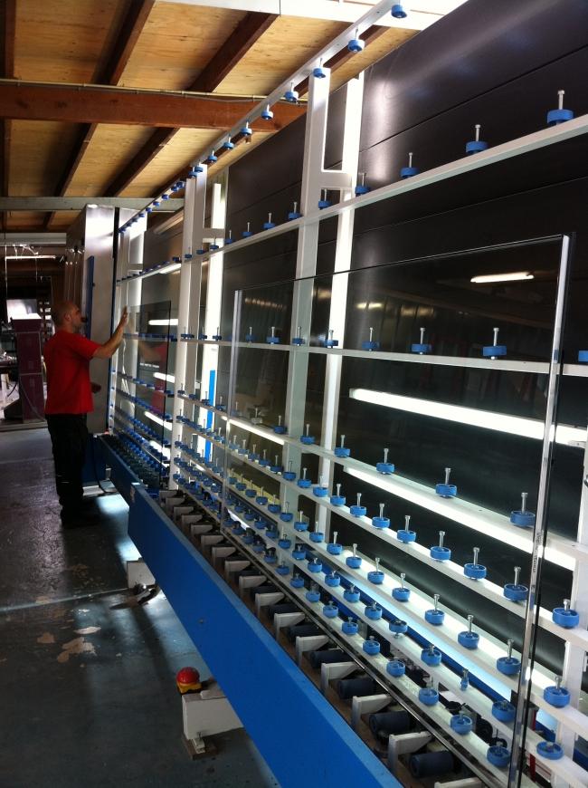 Kwaliteitscontrole bij de productielijn Prins Spoedglas