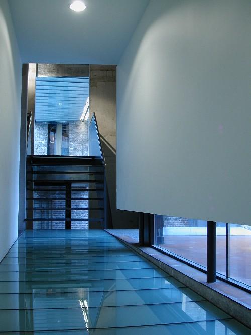 Beloopbaar glas, glazen vloeren en trappen